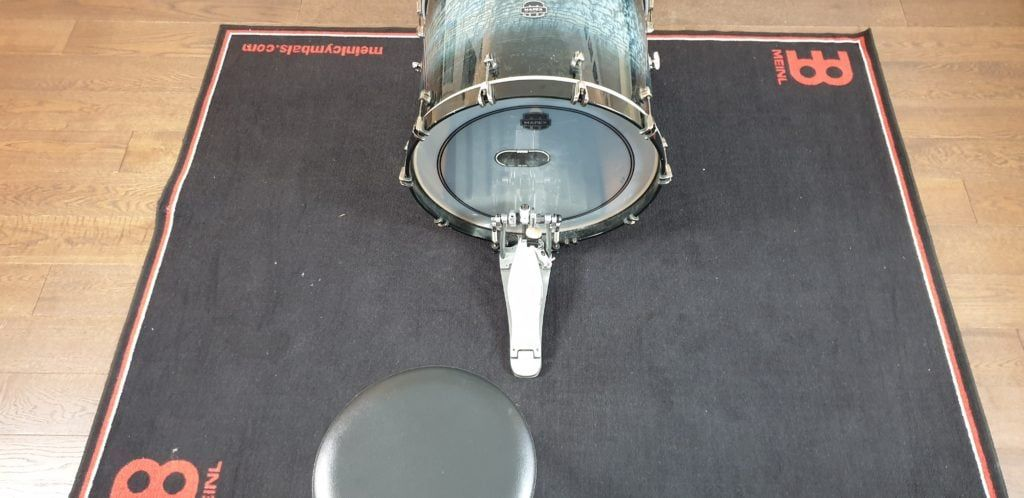 kick pedal and drum throne