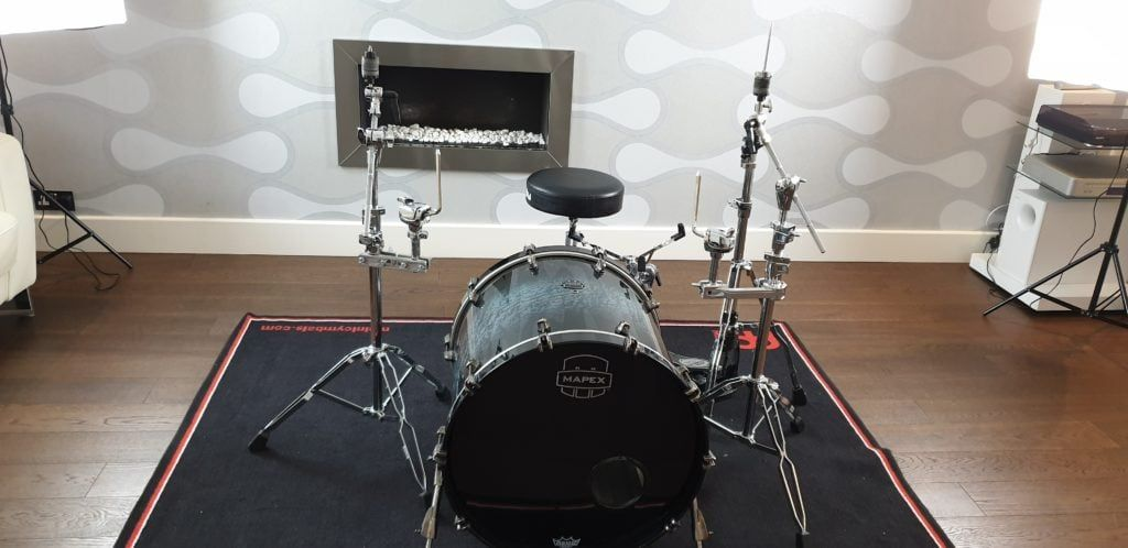 drum set with hardware